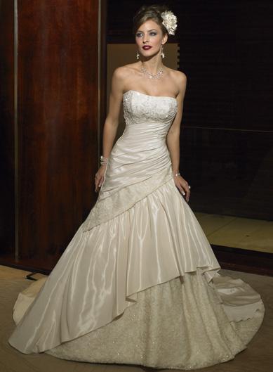 Moja svadbička - Nádhera...neviem sa rozhodnúť biele alebo smotanové