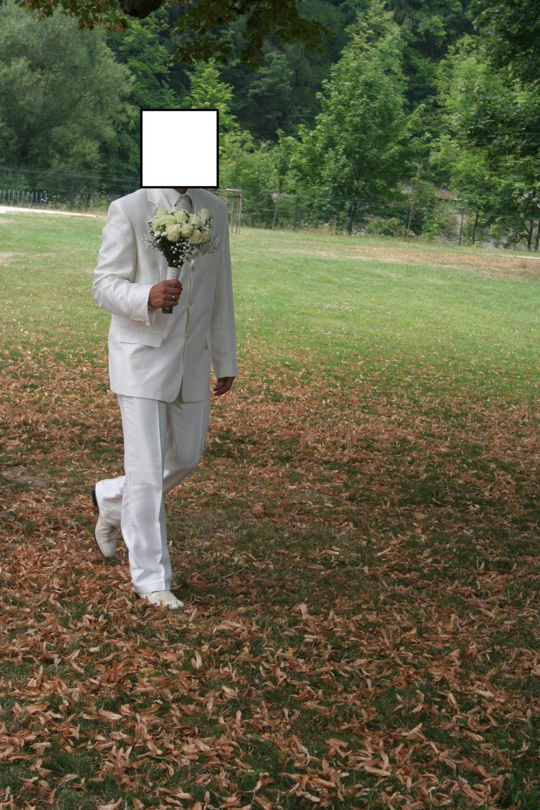 Lesklý svadobný oblek- krémová farba - Obrázok č. 1