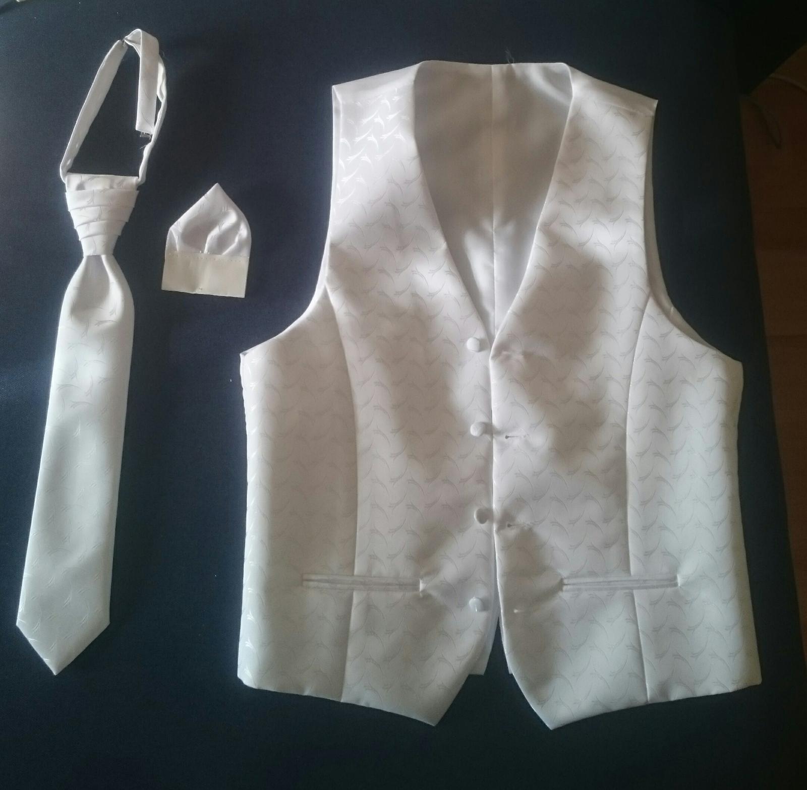 Svadobná vesta s kravatou a vreckovkou - Obrázok č. 1