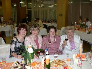 z lava:moja krsna mamina,moja teta, staramama a zenichova stara mama