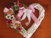Srdce s cyklamenovými ružami,