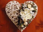 Plné srdce so smotanovými ružami - viac farieb,