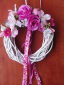 Venček s cyklamenovými ružami,