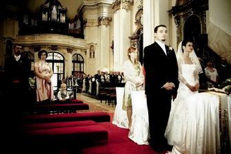 v kostole... vľavo moja úžasná sestra s rodinkou