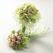 určite z orchideí, sú dokonalé a elegantné :)