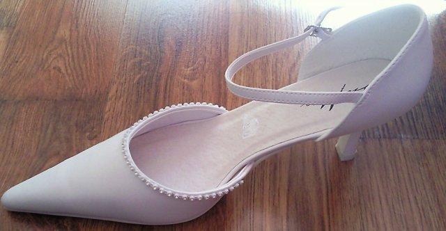 Čas sa nám nejak kráti :) - moje topánočky, jednoduché a krásne :)