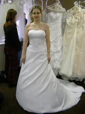 Šaty č. 2 - také pěkné, ale nechtěla jsem vlečku