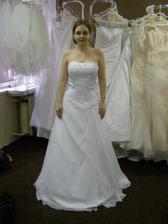 Šaty č. 4 - kdybych si nevybrala ty vítězné, tak tyhle byly hned na druhém místě :)