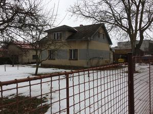 únor 2017 - kupujeme pozemek s tím, že původní baráček půjde pryč a postavíme si bungalov
