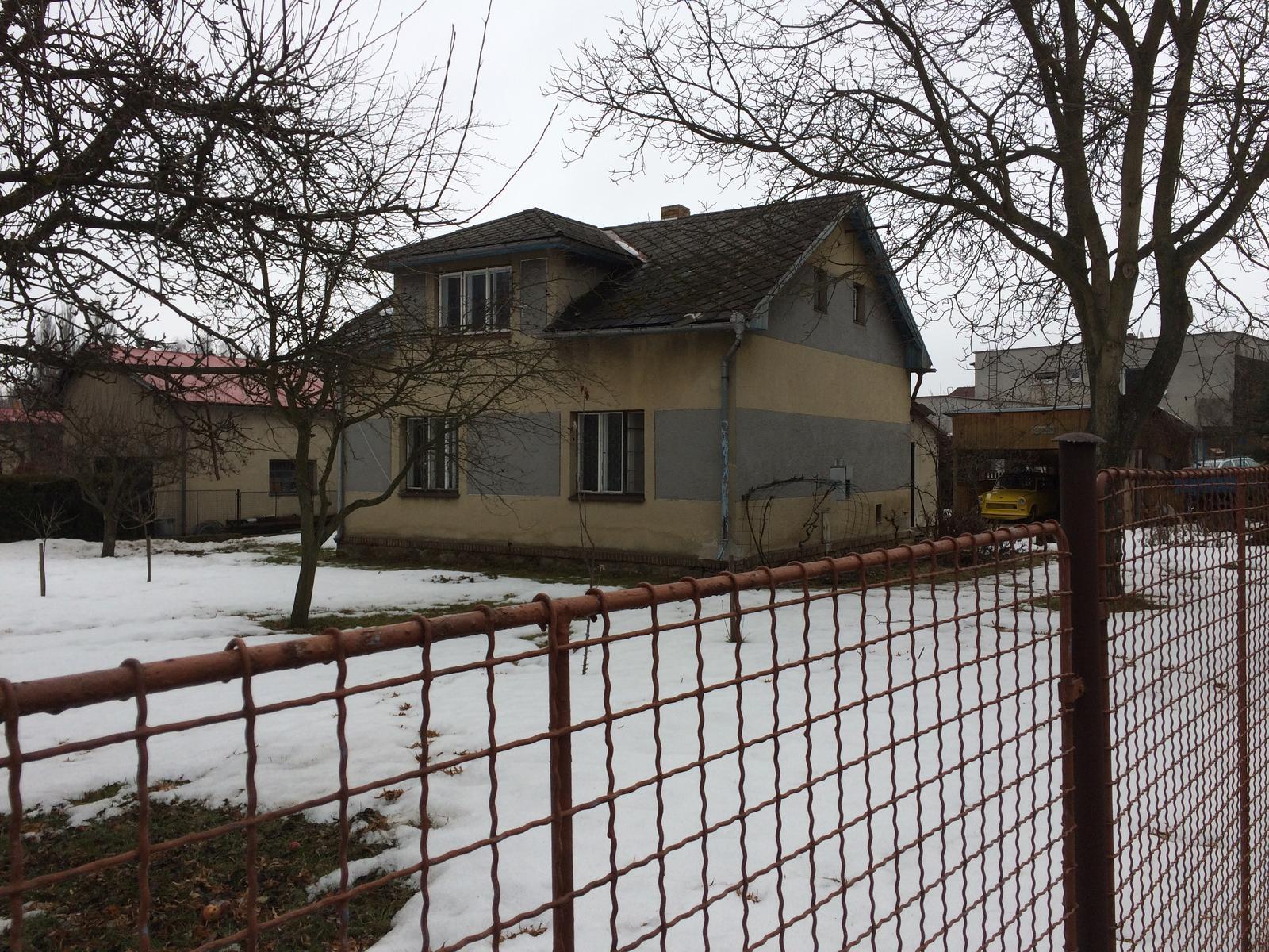 Stavíme si náš sen - únor 2017 - kupujeme pozemek s tím, že původní baráček půjde pryč a postavíme si bungalov