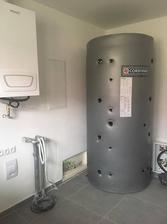 Říjen 2018 - akumulační nádrž s bojlerem