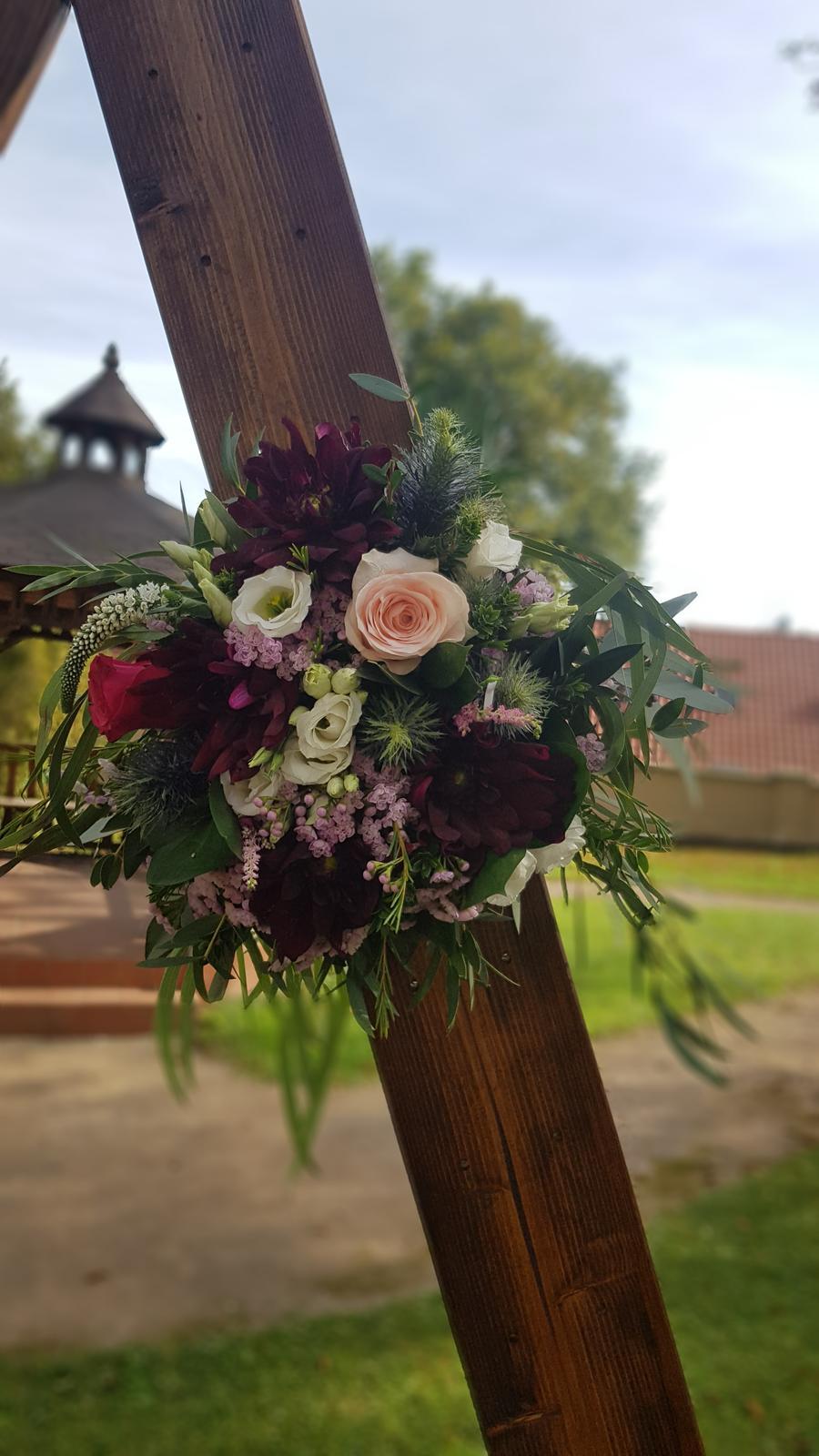 Podzimní svatba ve vínových barvách - Obrázek č. 2