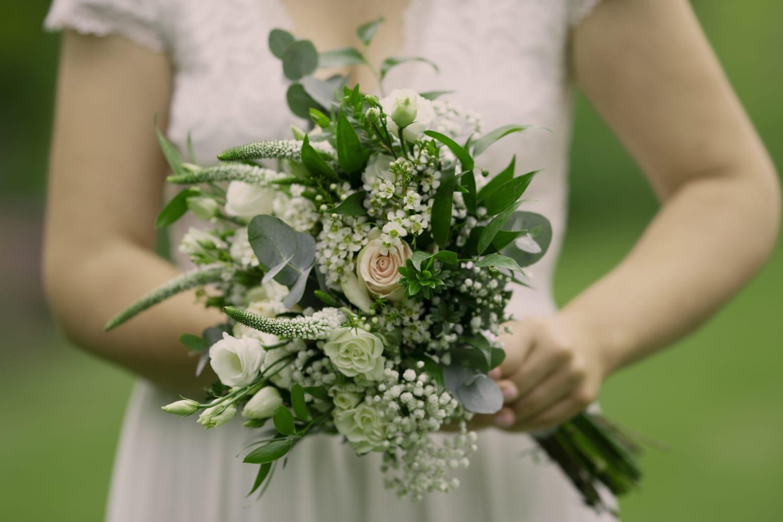 Svatební kvítí pro rok 2021 a inspirace se závojem v hlavní roli - Obrázek č. 1