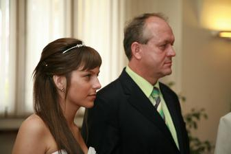 Jsem ráda, že jsem se vdala tak brzy.. čekat jen o dva roky déle, táta už by mě k oltáři neodvedl...