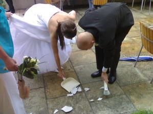 Po více než roce jsem ukořistila asi 8 amatérských záběrů naší svatby... víc jich bohužel není- vyhořely společně s PC