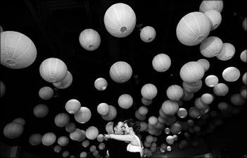 Neříkám, že bych něco udělala jinak, ale je tolik krásných míst, věcí a gest, které se do jedné svatby prostě vejít nemůžou...