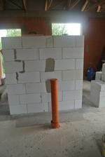 Z tejto strany bude postavená pec, rúra je externý prívod vzduchu do pece.