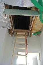 30.6.2018 A konečne pribudli schody Fakro LWT 120x70 cm.