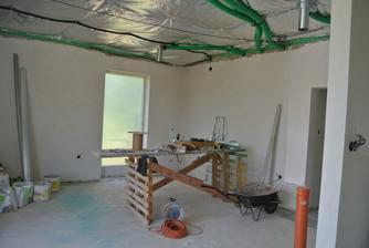 A obývačka ... aj s pracovným (ne)poriadkom.
