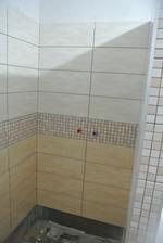 Sprchový kút, definitívne dokončený bude až niekedy v januári, keď príde mozaika na podlahu.