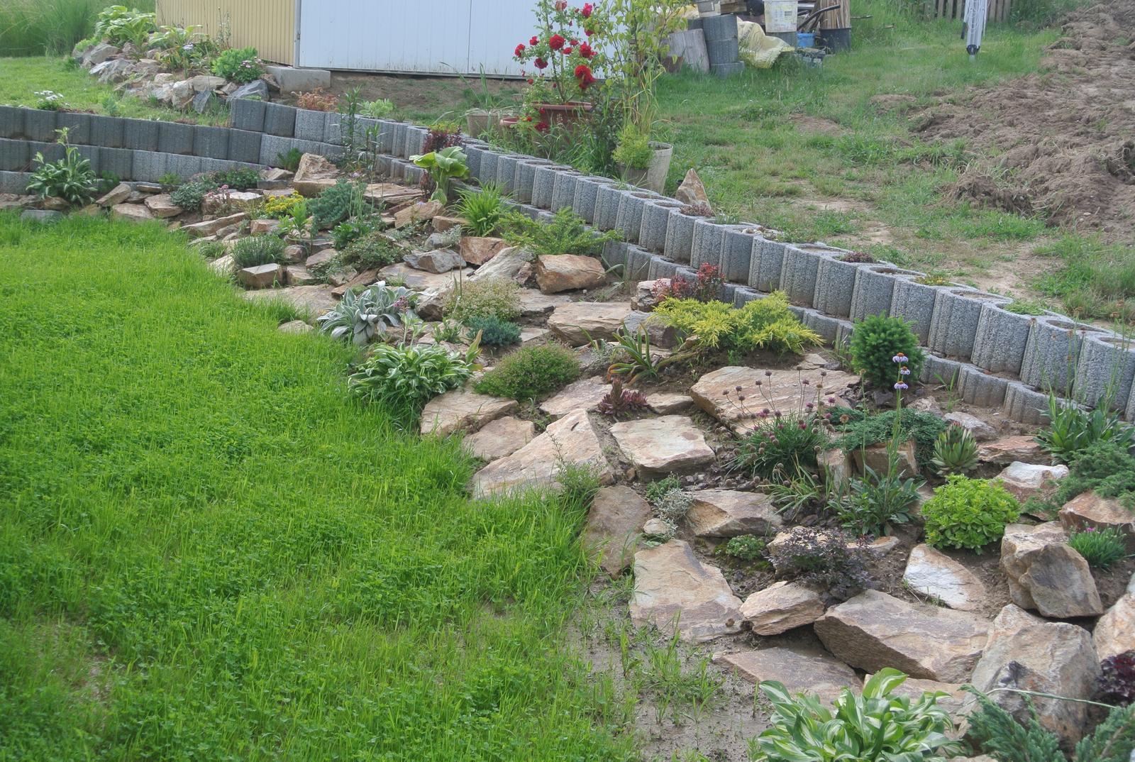 Budujeme okrasnú aj úžitkovú záhradu - Obrázok č. 1