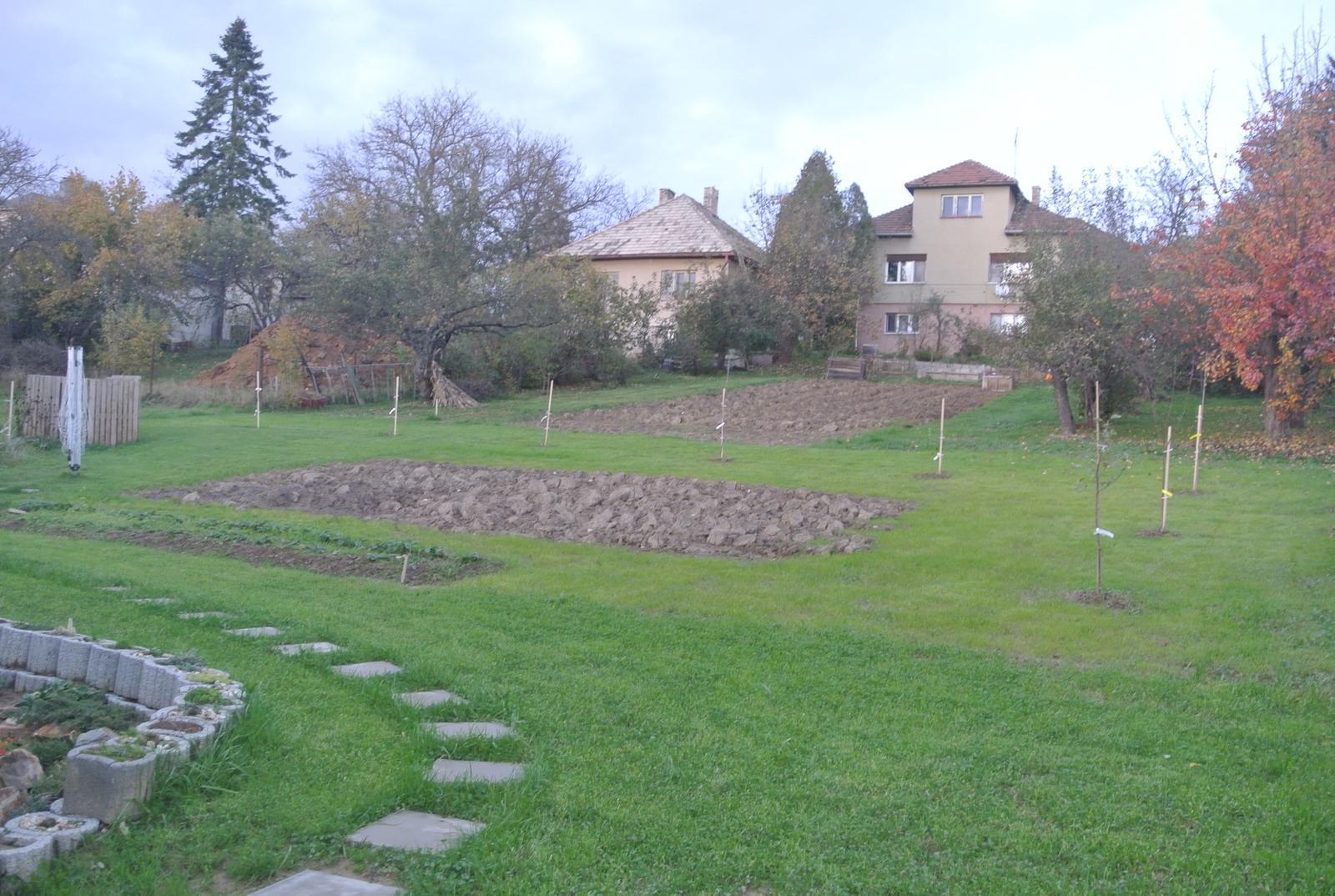 Budujeme okrasnú aj úžitkovú záhradu - Náš nový malý sad :-)