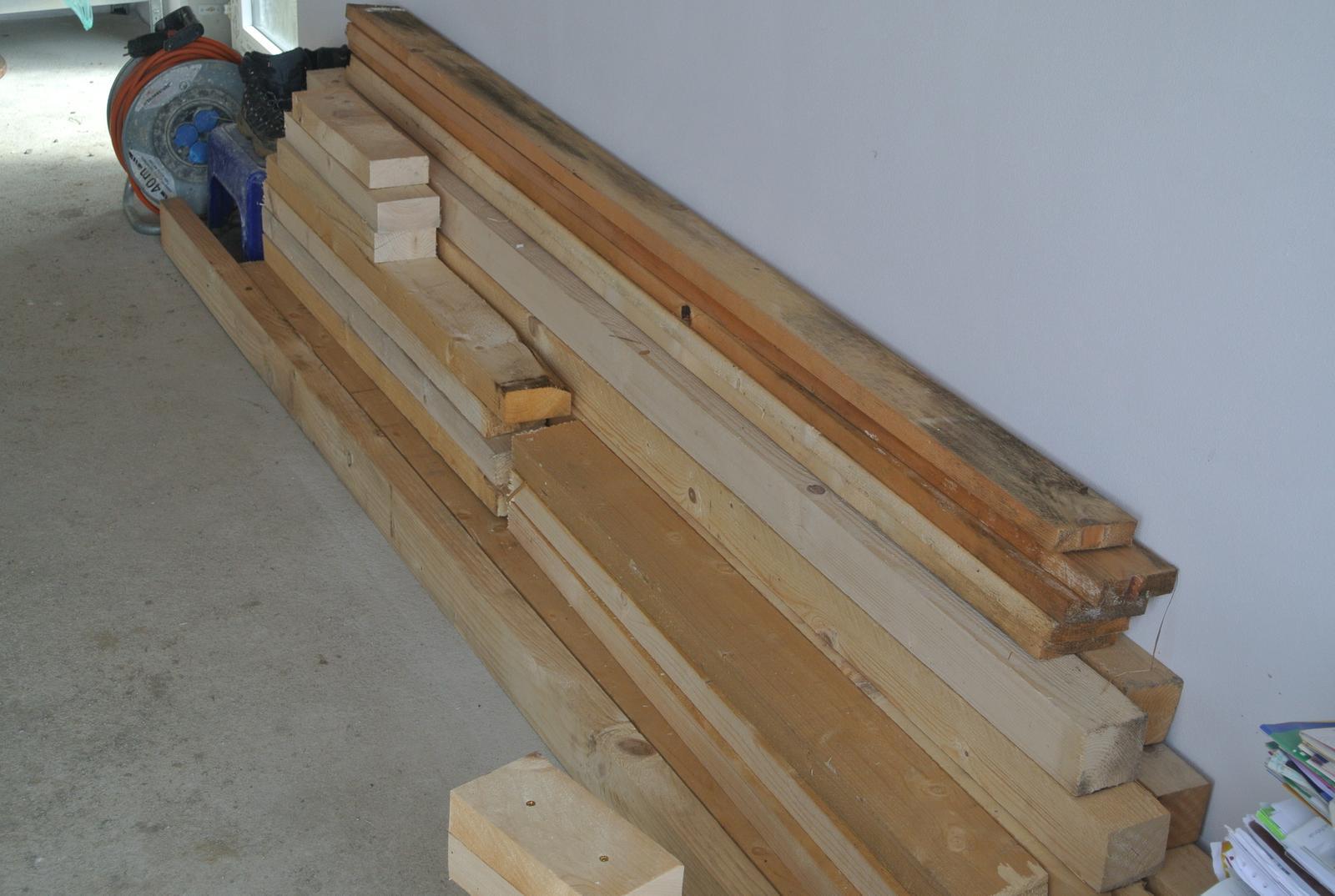 Moje tvorenie z dreva - Tento týždeň som doviezla aj nejaké zásoby.