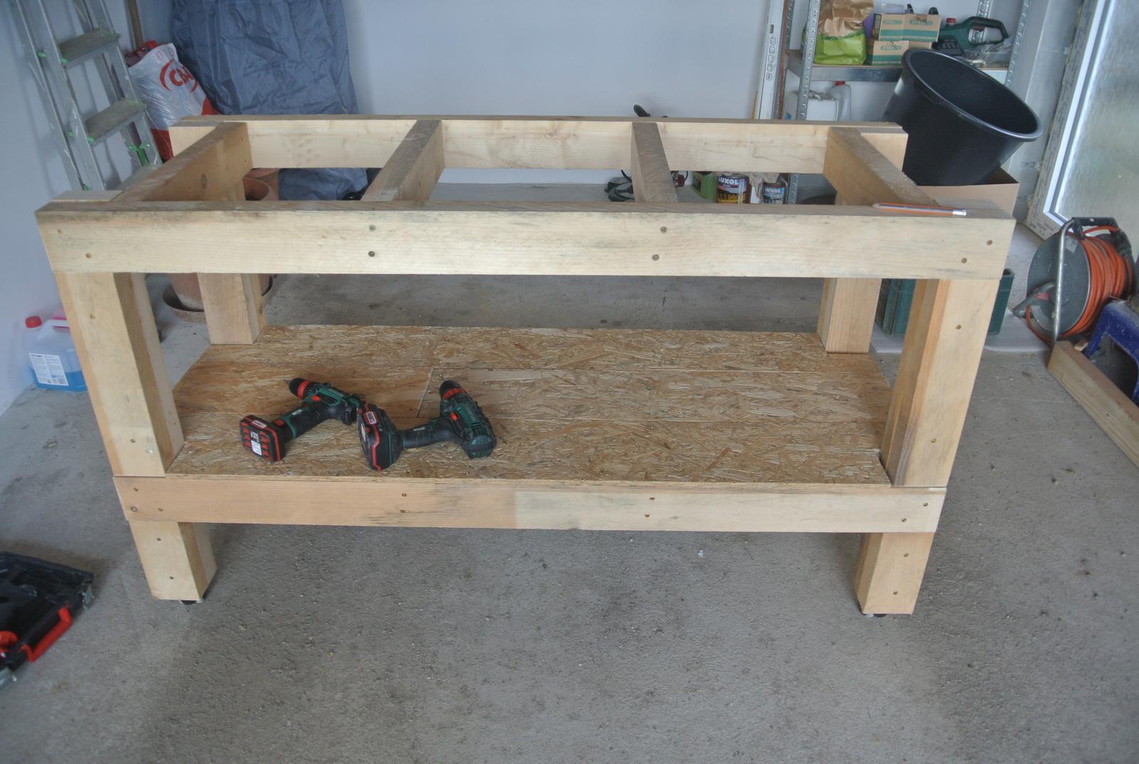 Moje tvorenie z dreva - Horné výstuhy namontované.