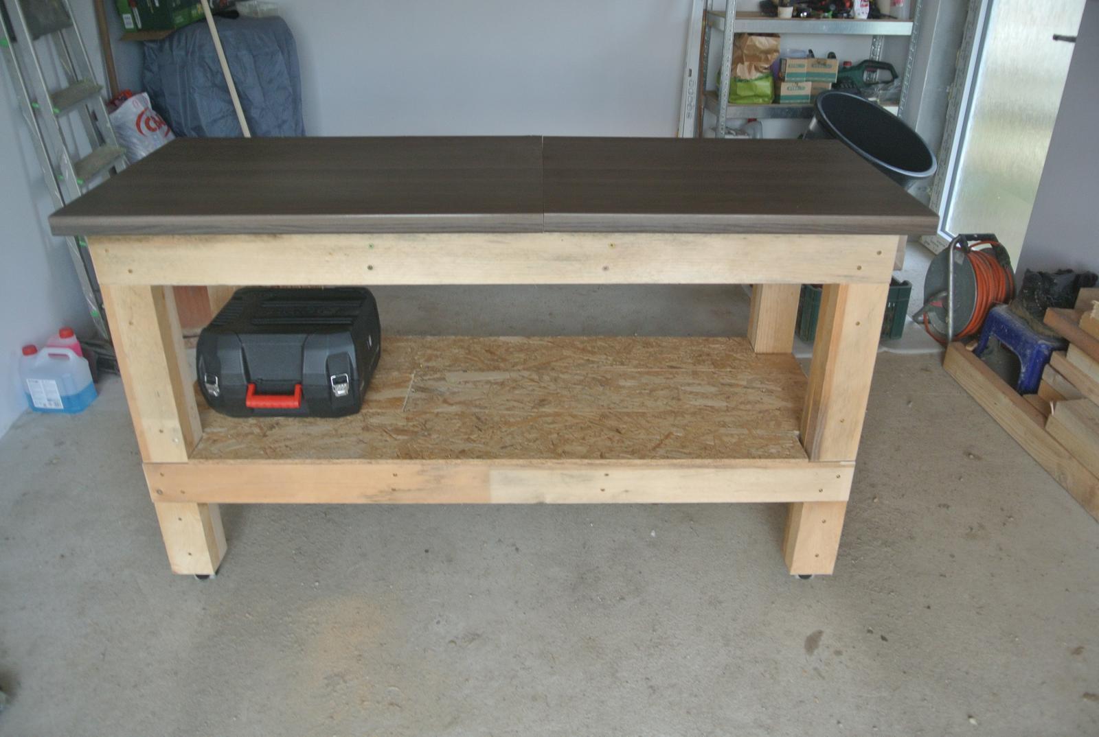 Moje tvorenie z dreva - A hotovo! Už nemusím pracovať na zemi, na tvárnici a na kolene.