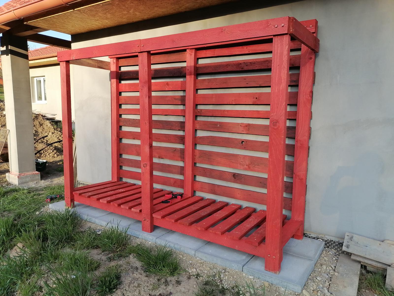 Moje tvorenie z dreva - Nateraz takto, ešte boky a strecha.