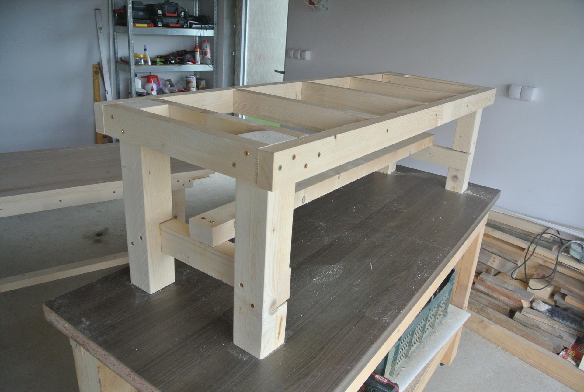 Moje tvorenie z dreva - Ešte vrchné dosky, vytmeliť, prebrúsiť a náter.