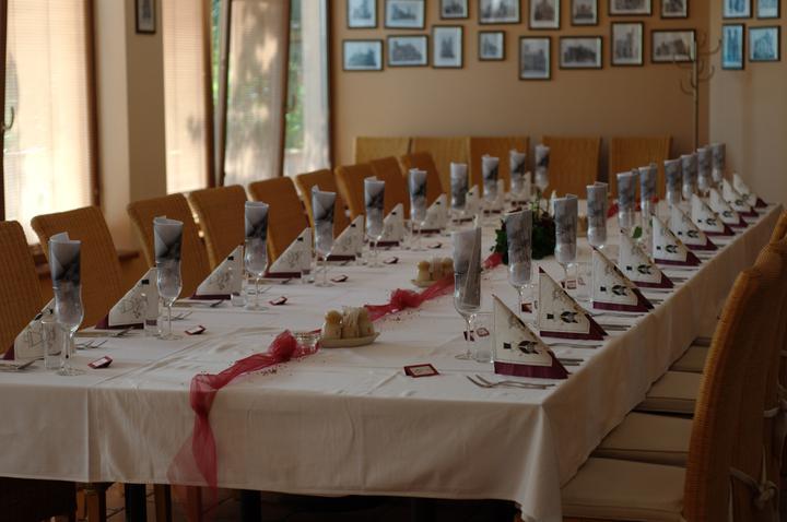 Zuzka{{_AND_}}Maťo - menu v poharoch o ktore sa postarala dobrovolne nasa skvela casnicka pol hodinu pred svadbou :-) vyzdobu sme tiez nechali na nu a nesklamala :-)