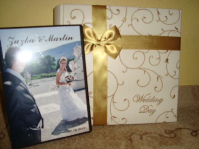 Zuzka{{_AND_}}Maťo - Nas uuuzasny svadobny dar, vysnivany svadobny album ktory sme dostali so vsetkymi krasnymi fotkami vo vnutri + na DVD :-) OBROVSKA VDAKA ;-)