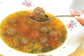 ta tez nesmi chybet, ale nevim, v lete?!=traditional wedding starter, meatballs soup,the married couple must eat from one plate, with one spoon and feed each other.
