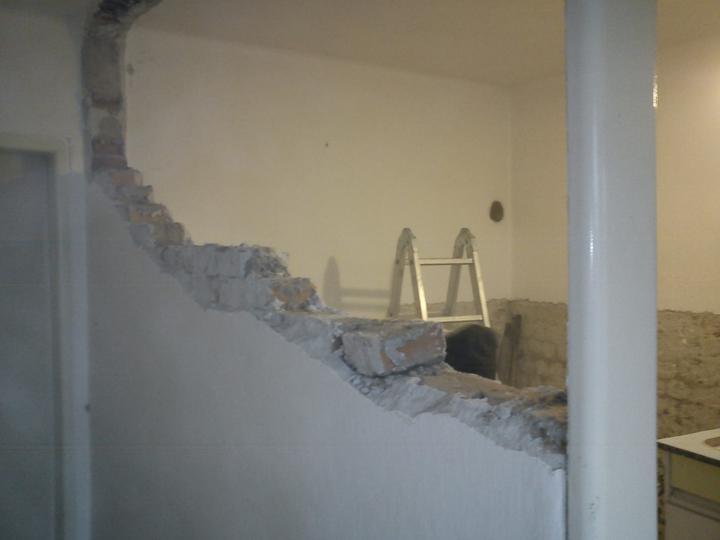 Tu bývame - demolacne prace nam idu :)