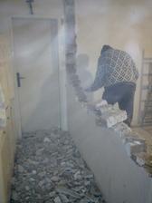 fotak zachytil aj zvireny prach v miestnosti