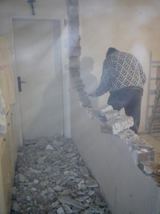 Tu bývame - fotak zachytil aj zvireny prach v miestnosti