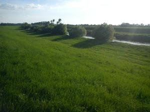 pohlad z hradze na rieku Nitra pri zapade slnka, len par minut od nasho domceka