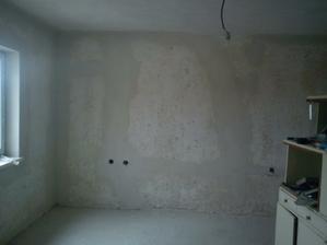 pukliny a trhliny na stenach su nastastie uz nenavratne prec. Paradoxom je, ze tato izba bola k domu pristavovana ovela neskor, no najviac bola dopraskana.