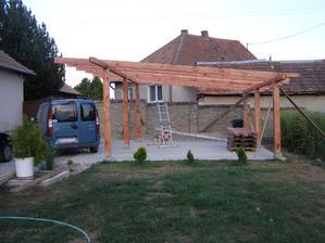 v procese stavby