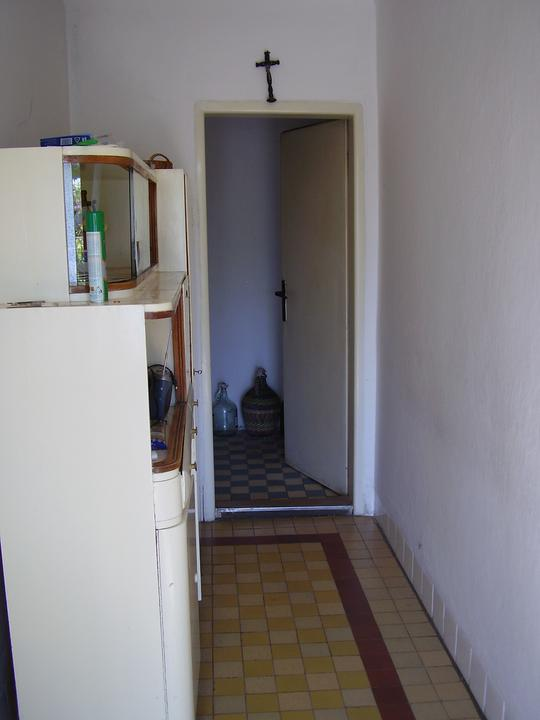 Tu bývame - stena vpravo pôjde preč, čím sa kuchyňa značne zväčší a rozšíri