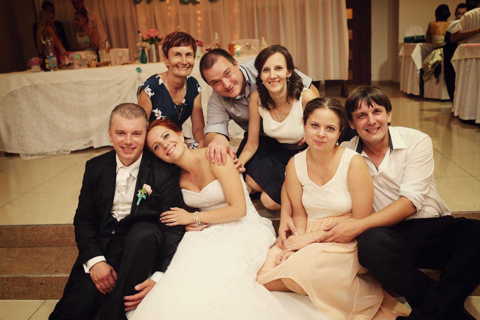 M{{_AND_}}R - Moji súrodenci a mamka :) a ich polovičky,,,ktorí sa podobáme? :) manželova sestra sa veľmi fotiť nechcela,,,