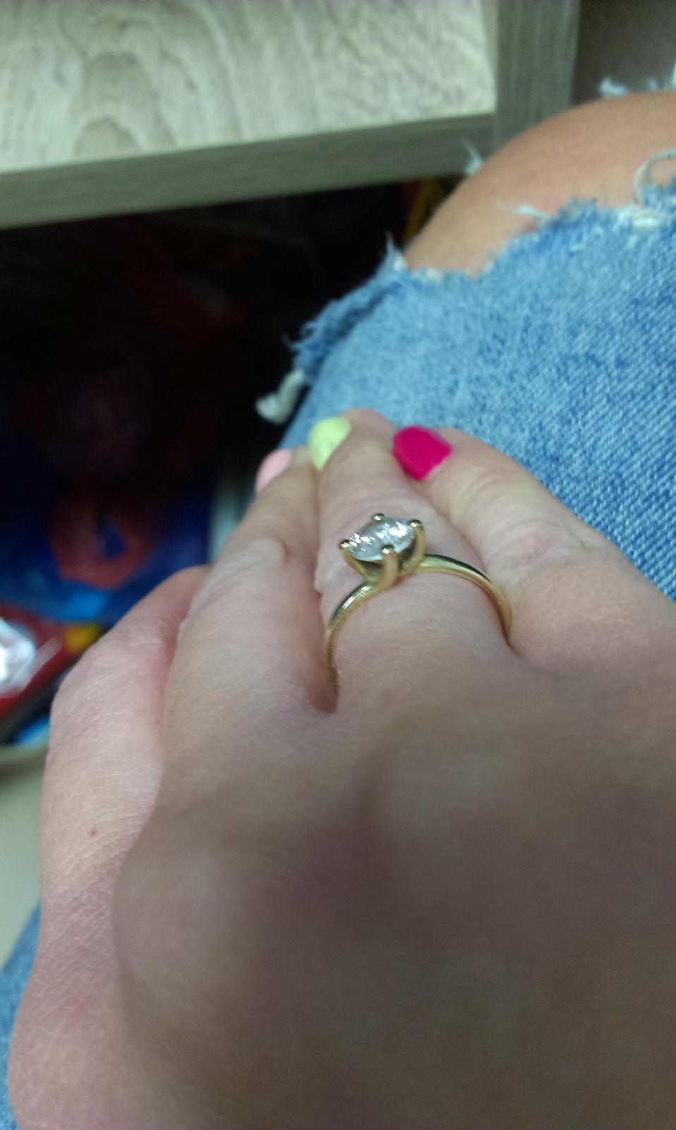 2f0150d9f Nosíte neustále zásnubný prsteň? - - Zásnuby a sn...