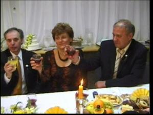 nevestin ocko a ženíchovi rodičia (zľava doprava)
