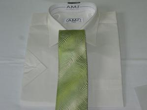 ženichova košile a kravata... bude mu to mooooc slušet :-)