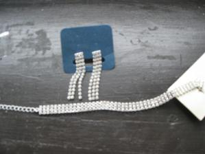 naušnice a náramek - náhrdelník bude z živých květů