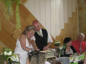 krájeli jsme dort úplně křivě :-)