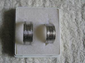 su krasne, sami sme si vybrali ako maju vypadat, vybrali sme ich podla strieborneho prstena a urobili nam z toho taketo z bieleho zlata.kraasne urobene