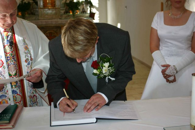 A ženich taky (podepsat, ne že to spletl:-))