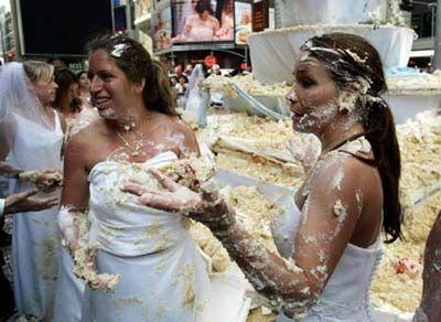 Trochu jiné svatební fotky - od rats - díky ;-) - ty se asi při krájení nadřely